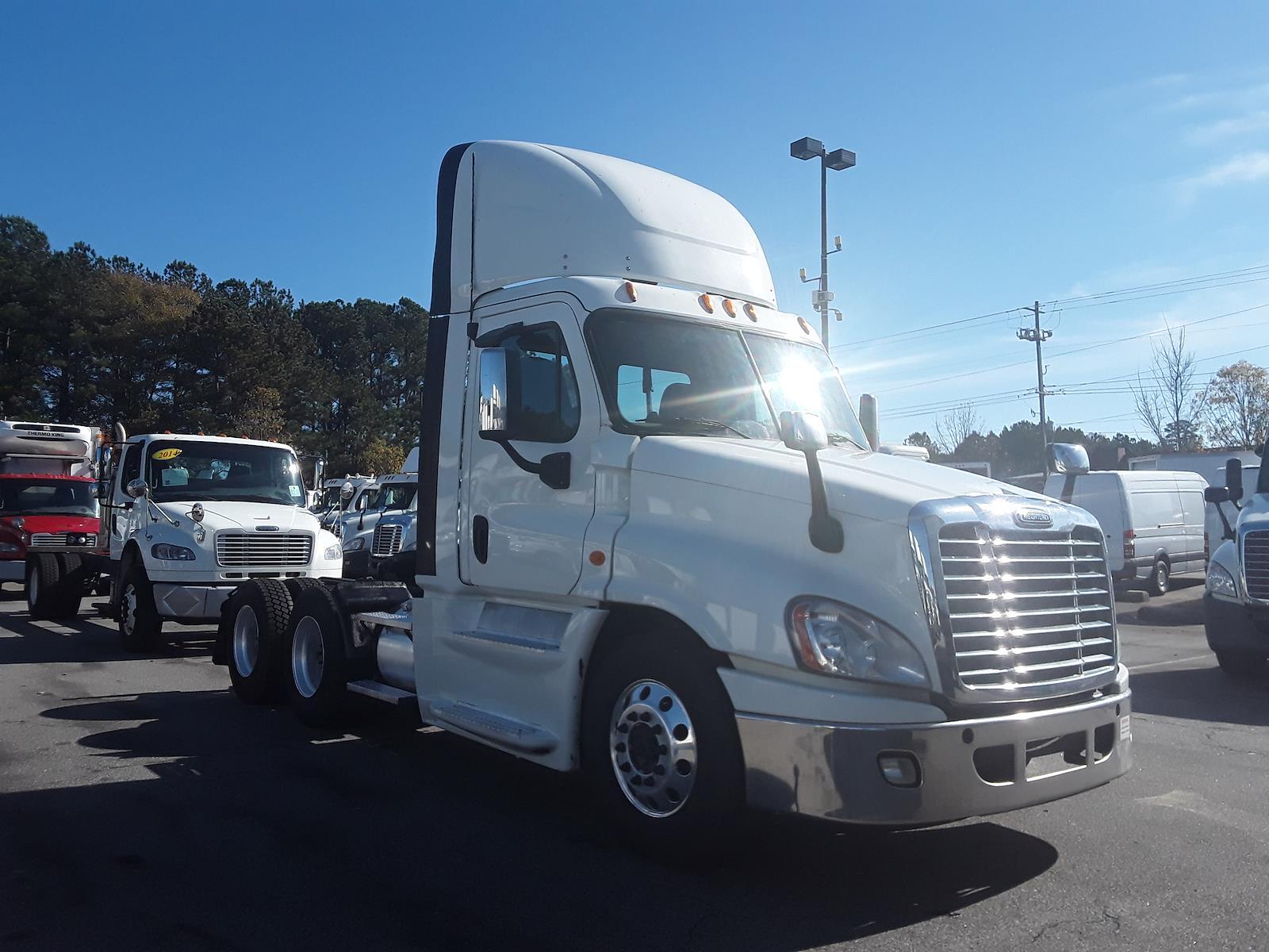 2015 Freightliner Truck 6x4, Tractor #568377 - photo 1