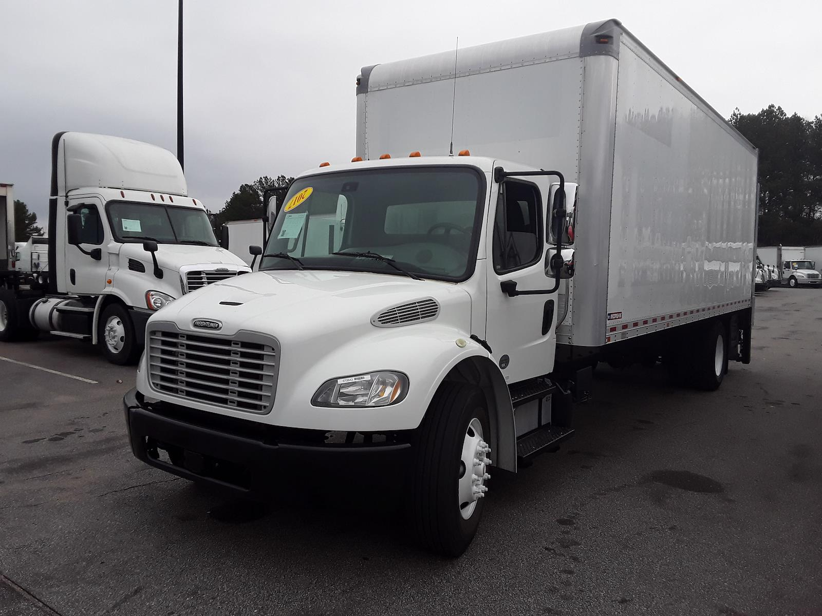 2017 Freightliner Truck 4x2, Dry Freight #670643 - photo 1
