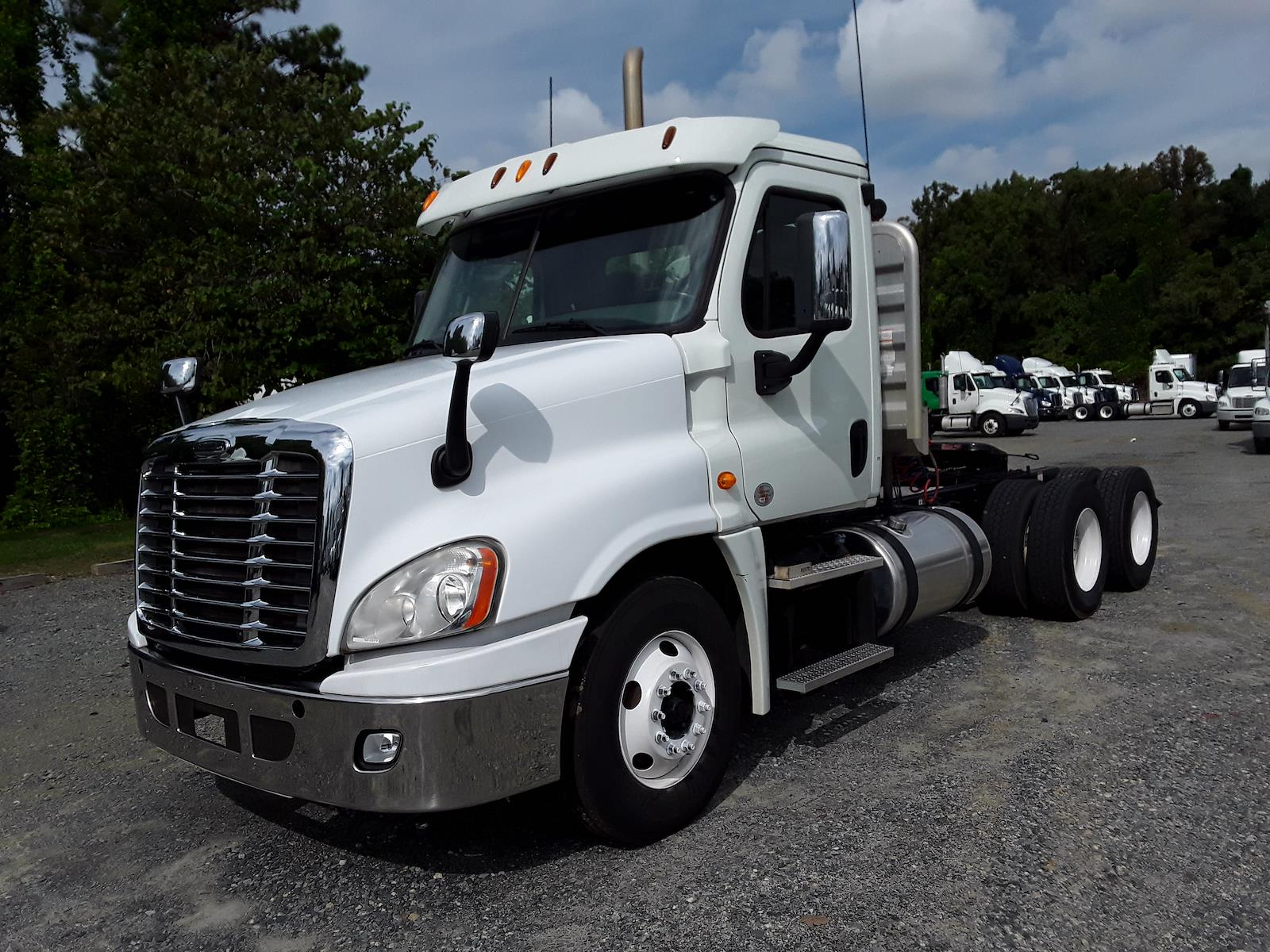 2014 Freightliner Truck 6x4, Tractor #531077 - photo 1