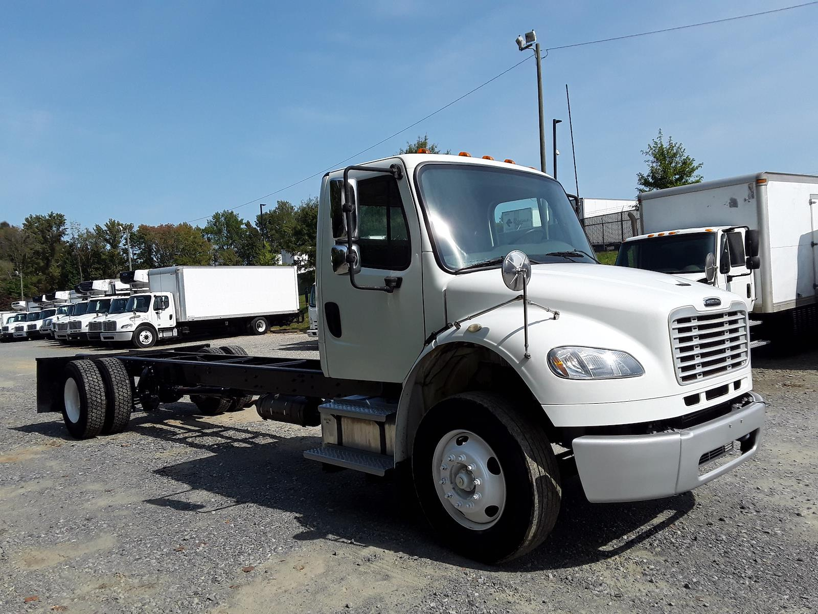 2015 Freightliner M2 106 4x2, Cab Chassis #583976 - photo 1