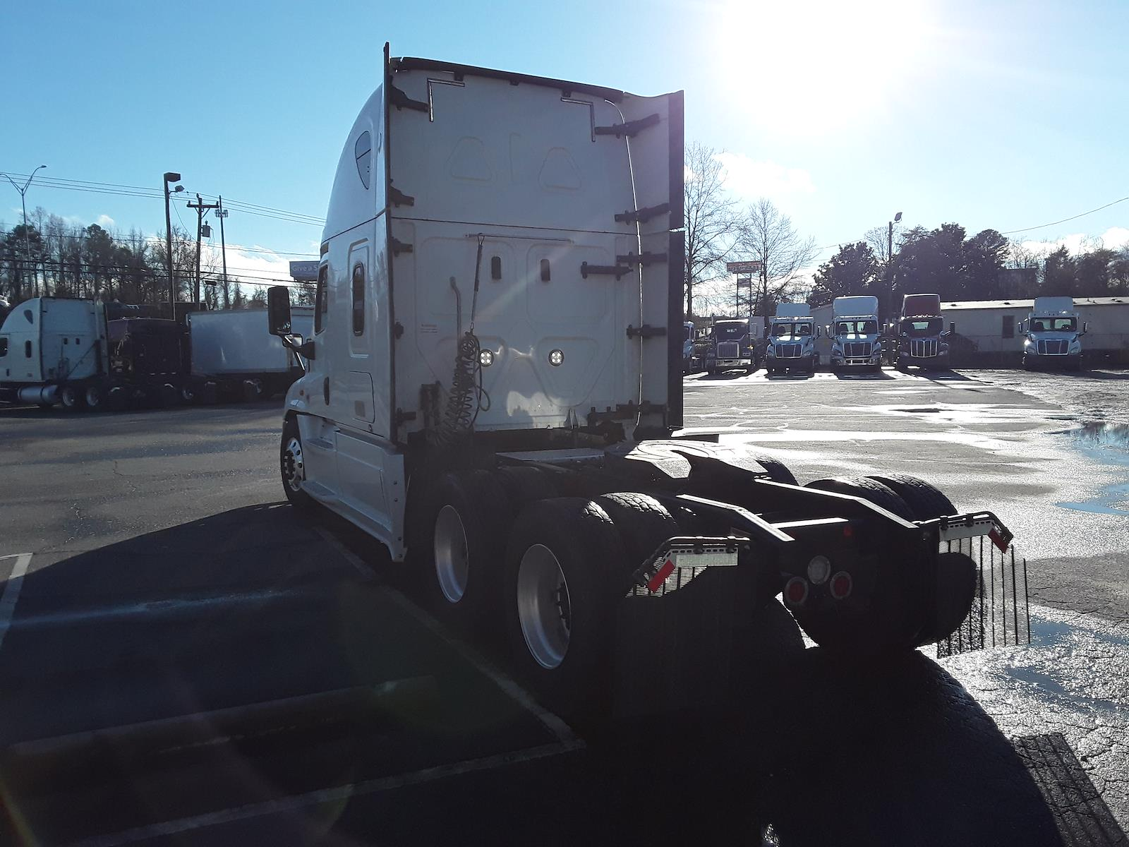 2018 Freightliner Cascadia 6x4, Tractor #754654 - photo 1