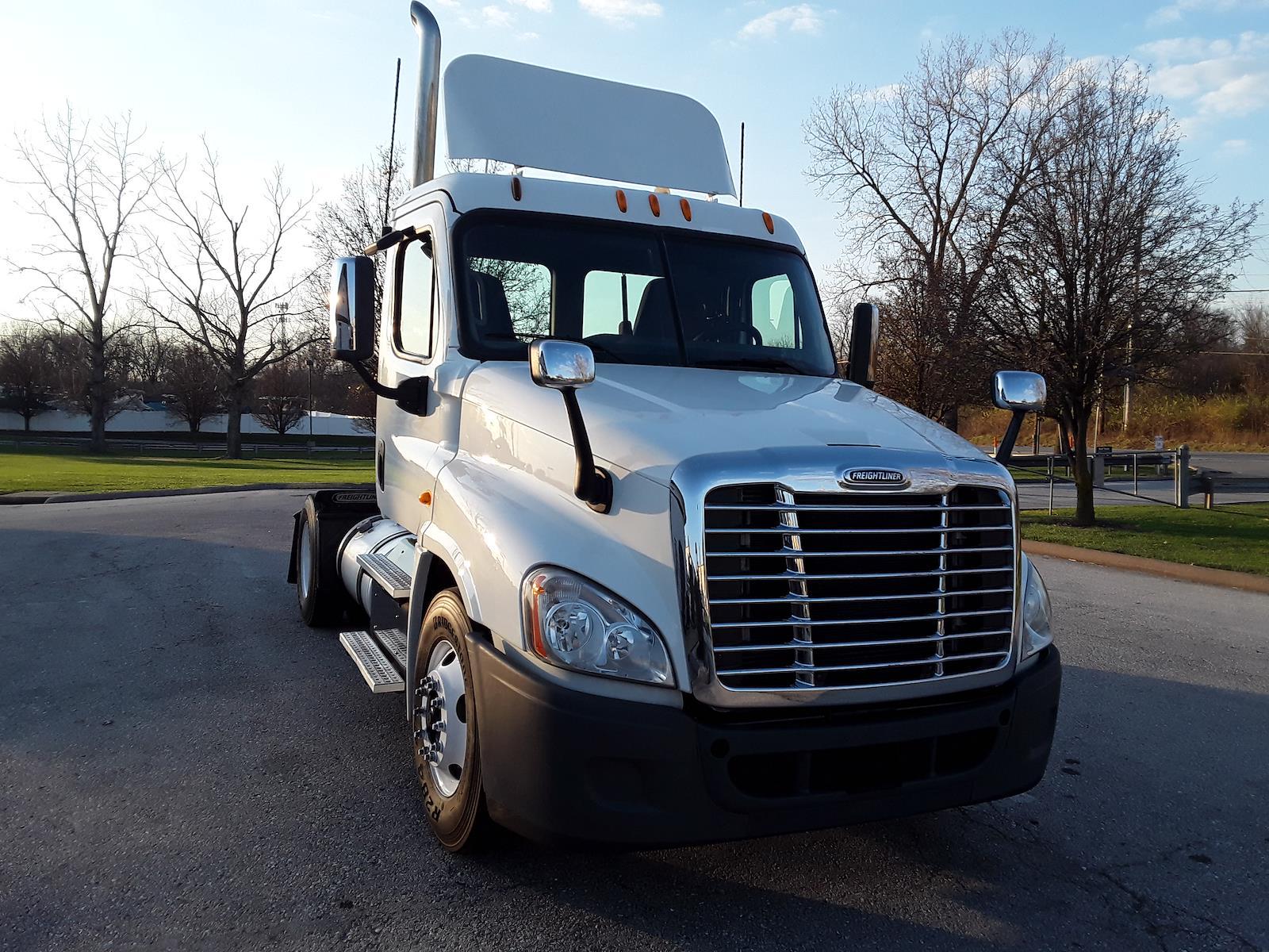 2014 Freightliner Truck 4x2, Tractor #495764 - photo 1