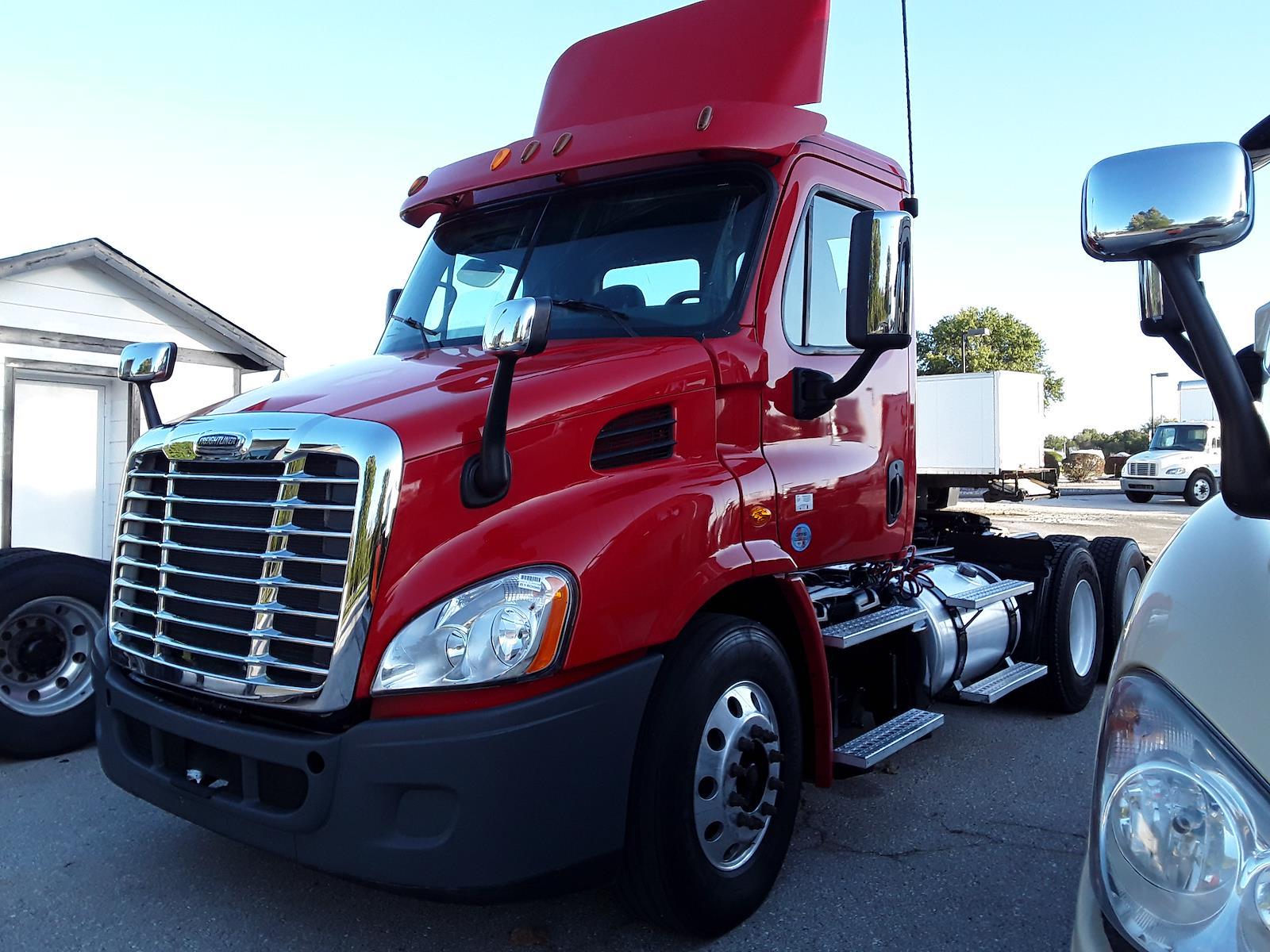 2014 Freightliner Truck 6x4, Tractor #516396 - photo 1