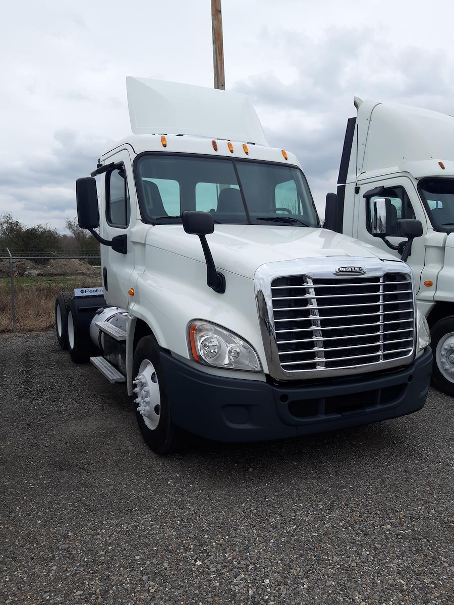 2015 Freightliner Truck 6x4, Tractor #312082 - photo 1