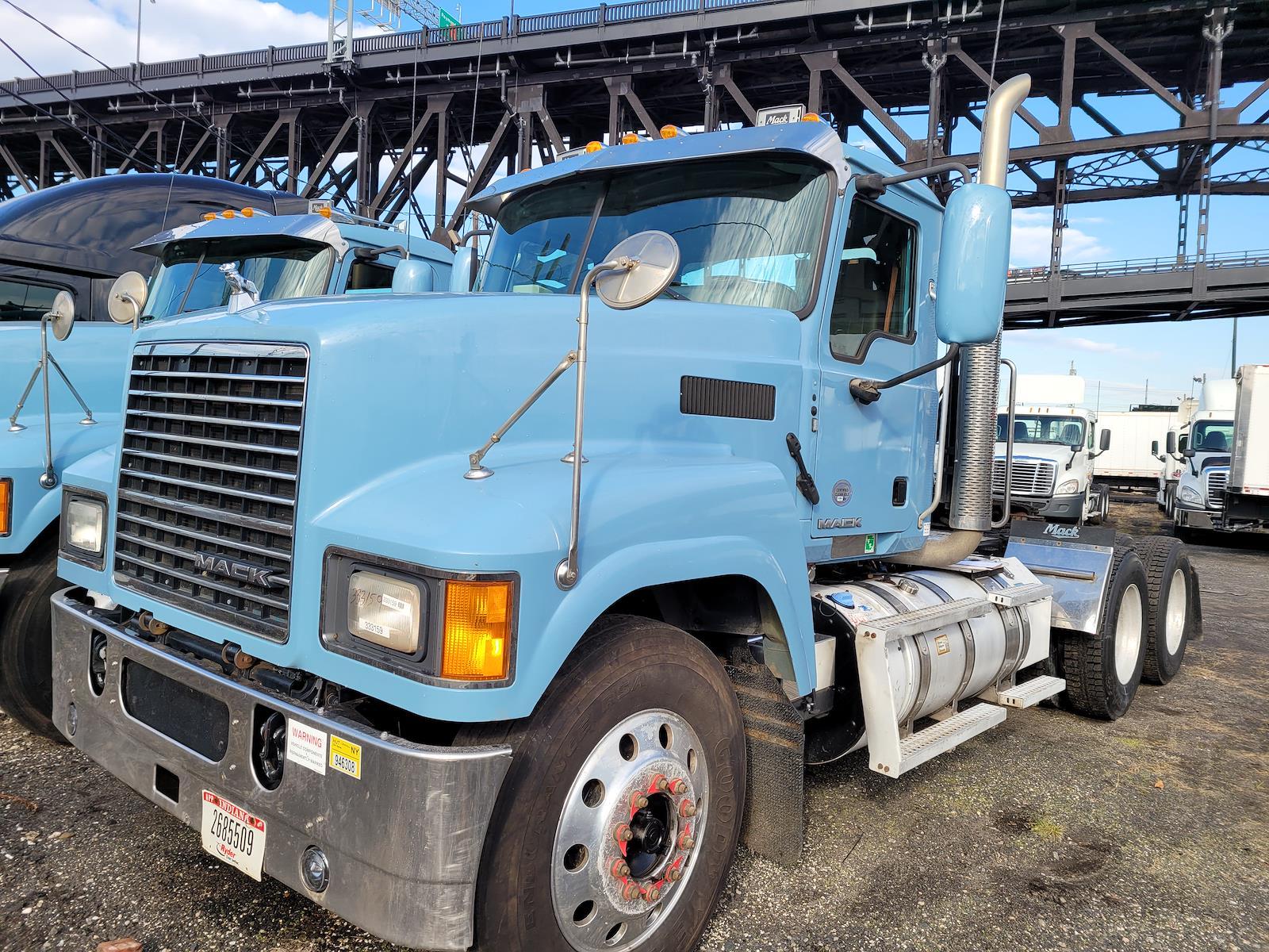 2015 Mack CHU613, Tractor #333159 - photo 1
