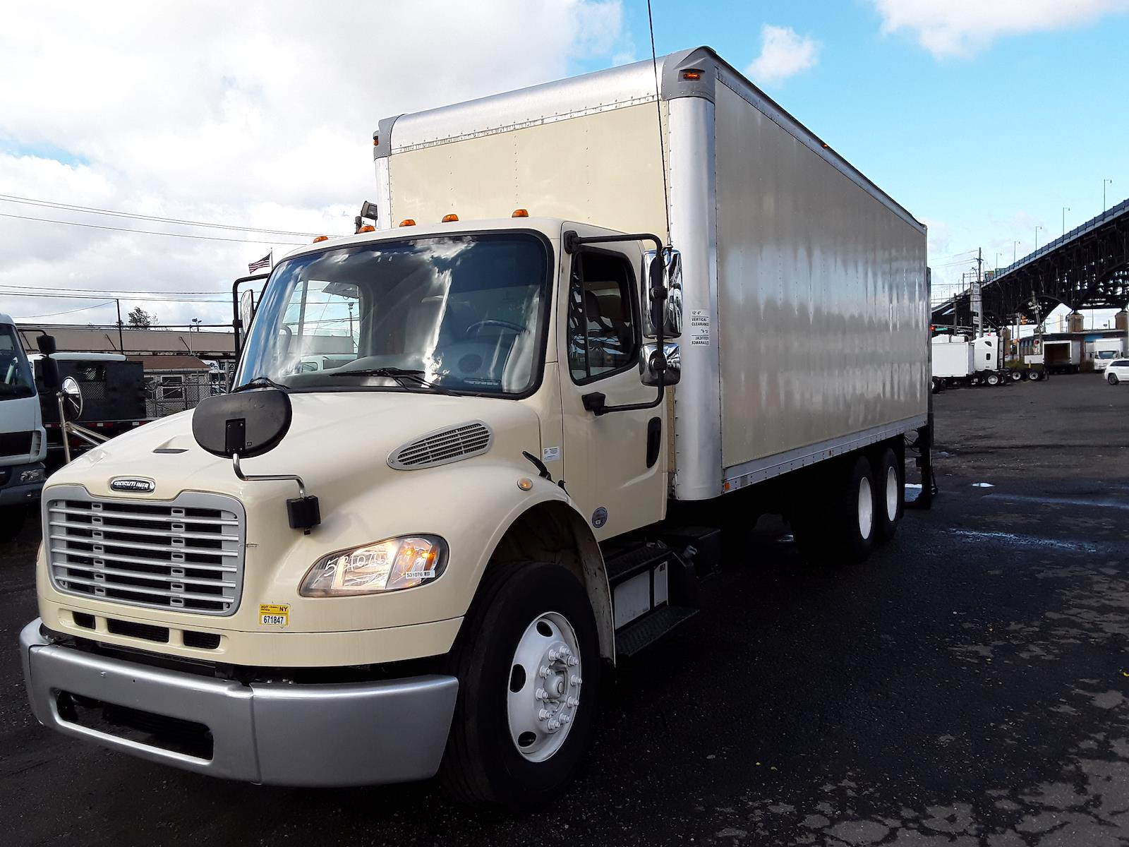 2014 Freightliner M2 106 6x4, Dry Freight #531076 - photo 1