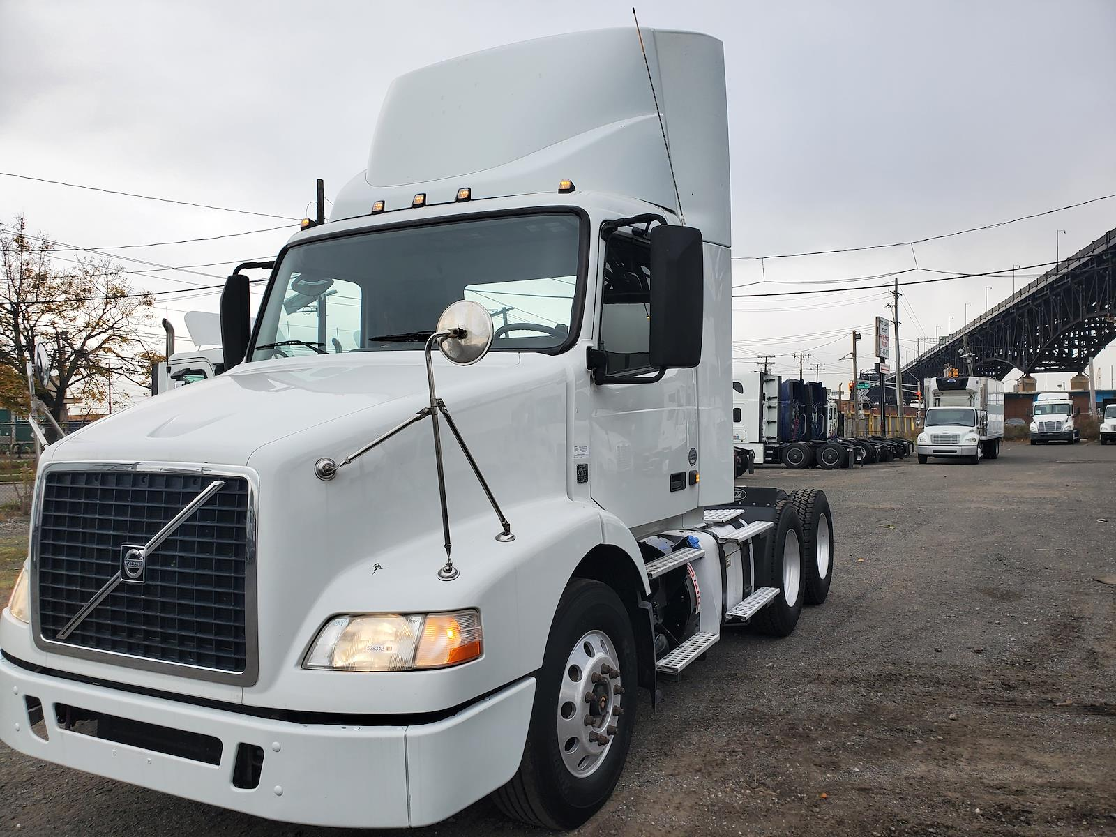 2014 Volvo VNM 6x4, Tractor #538342 - photo 1