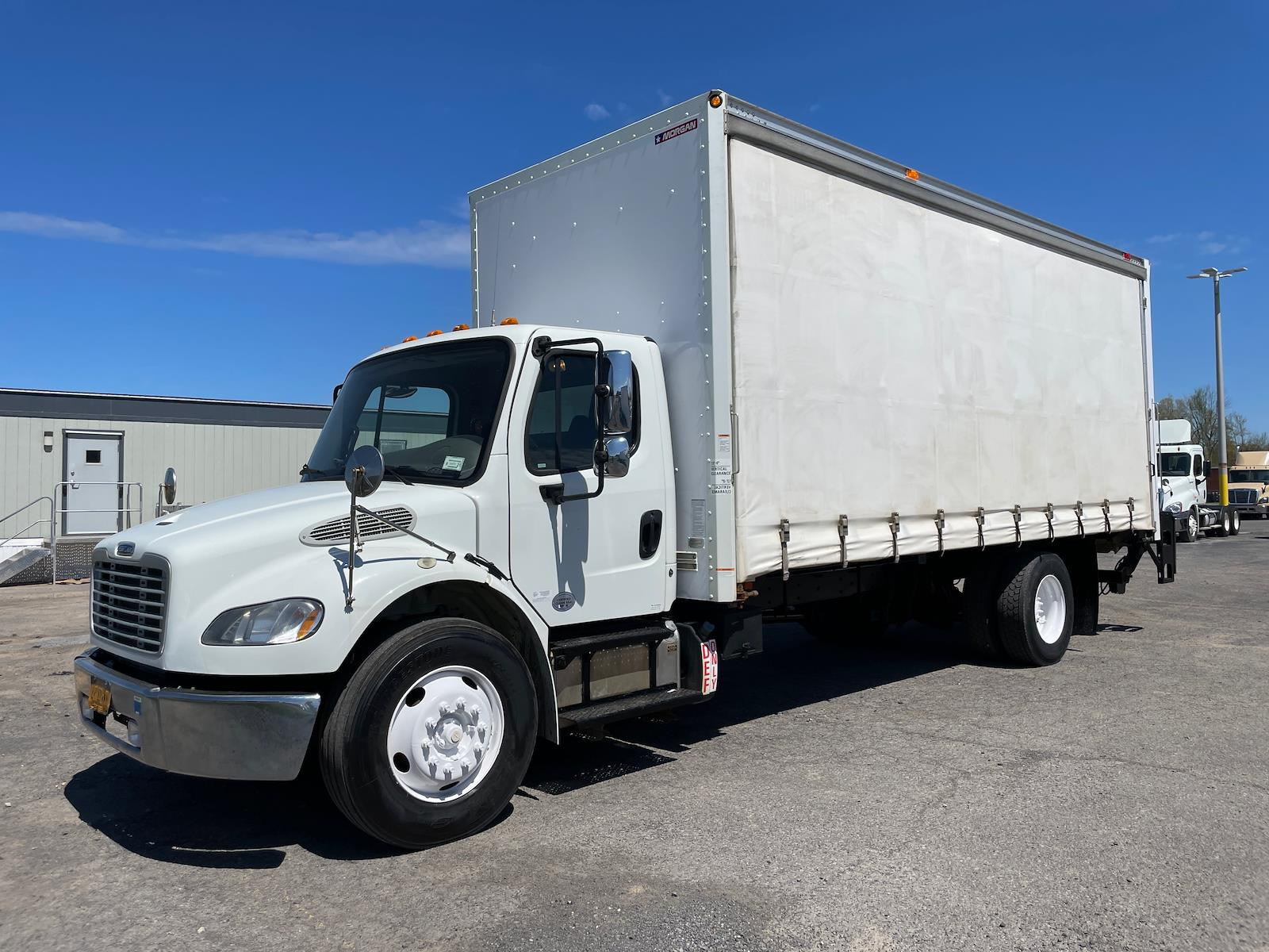 2015 Freightliner M2 106 4x2, Dry Freight #315367 - photo 1