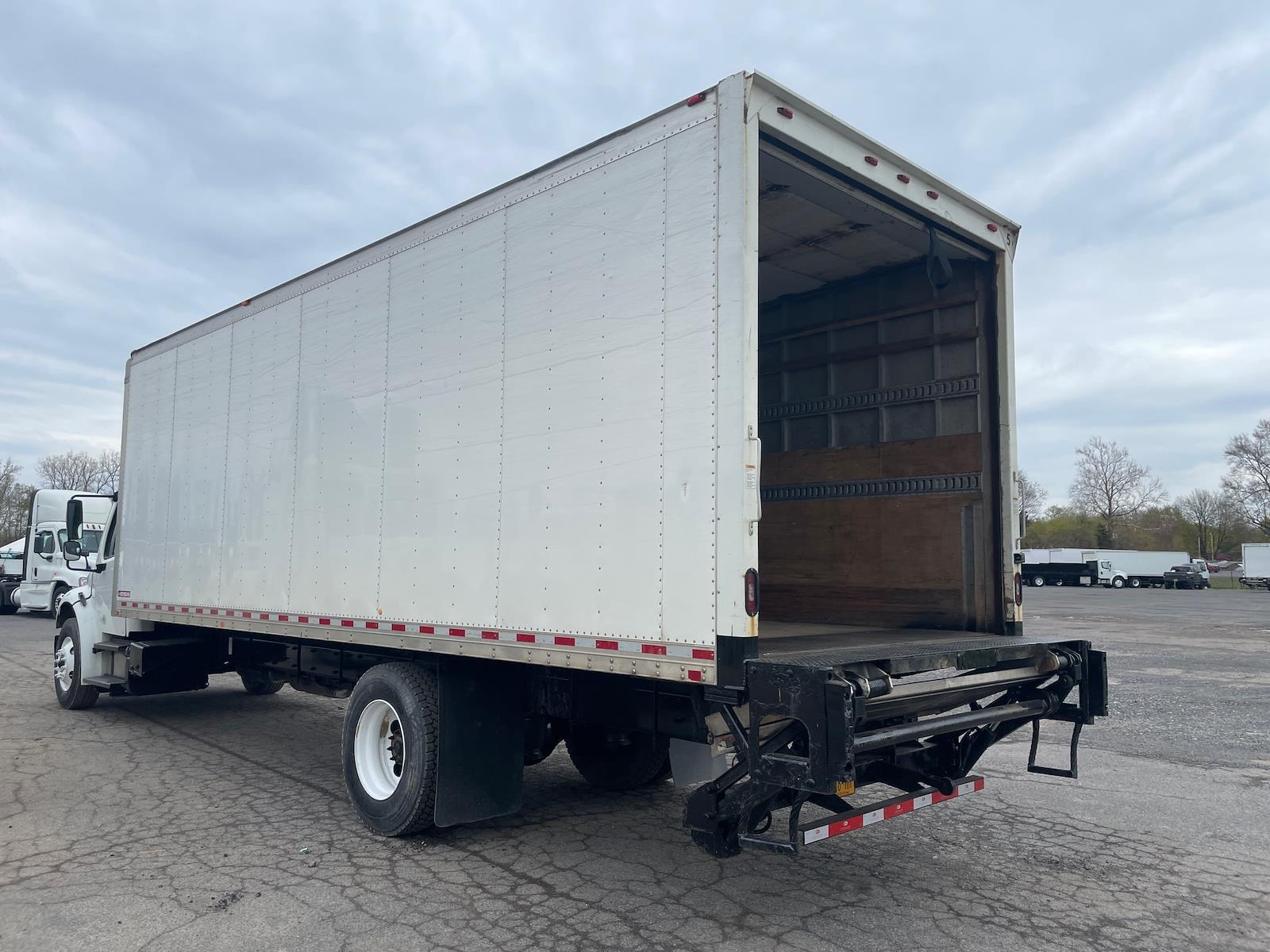 2017 Freightliner M2 106 4x2, Dry Freight #663305 - photo 1