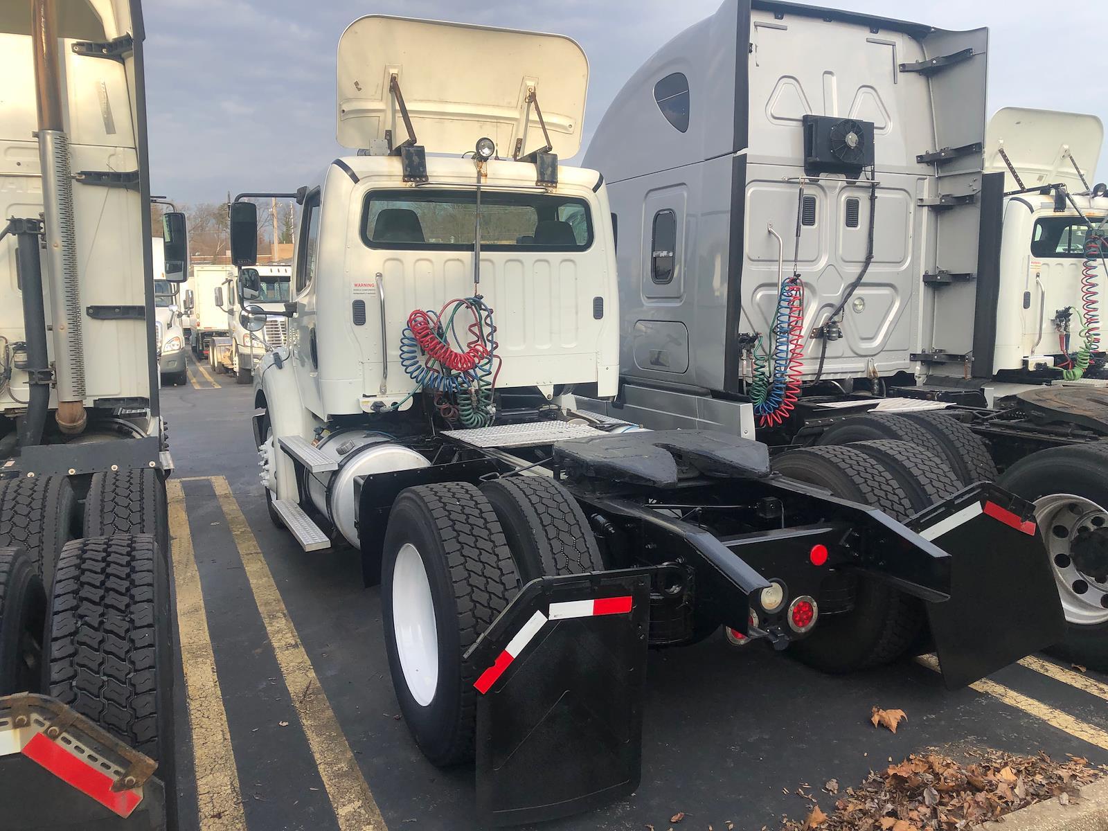 2013 Freightliner Truck 4x2, Tractor #475287 - photo 1