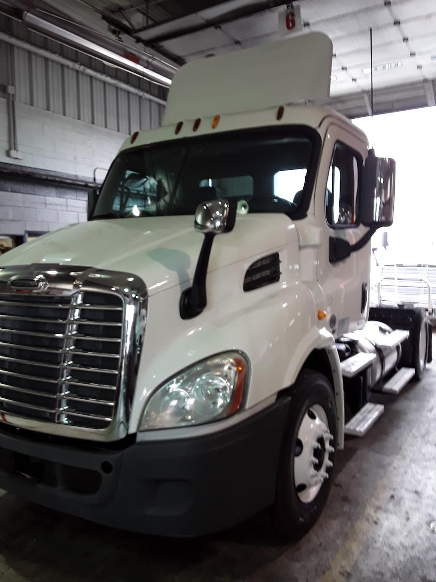 2012 Freightliner Truck 4x2, Tractor #475699 - photo 1