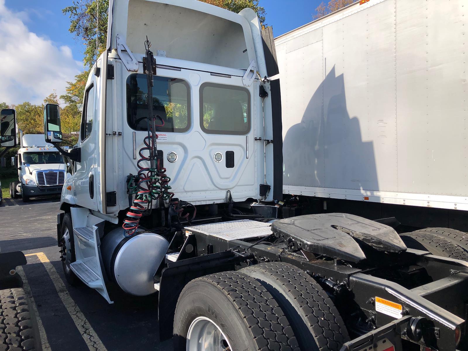 2014 Freightliner Truck 4x2, Tractor #514595 - photo 1