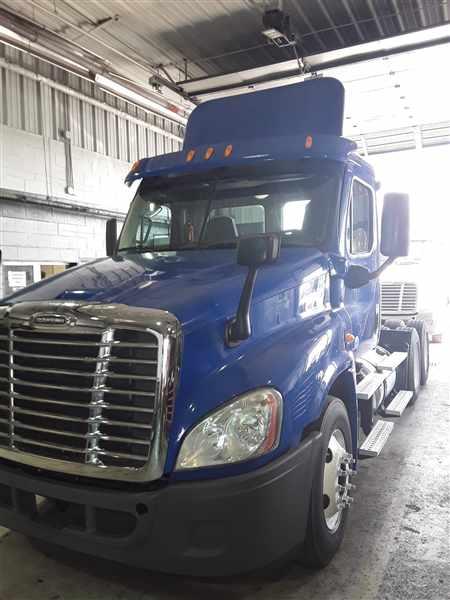2014 Freightliner Truck 6x4, Tractor #521986 - photo 1