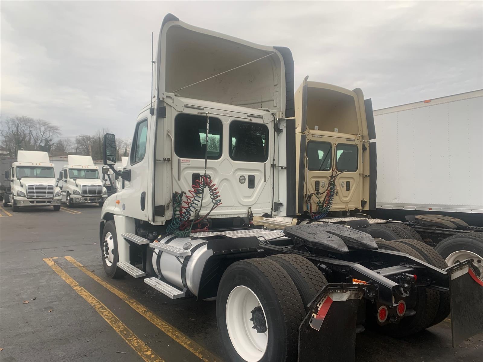 2014 Freightliner Truck 4x2, Tractor #546974 - photo 1