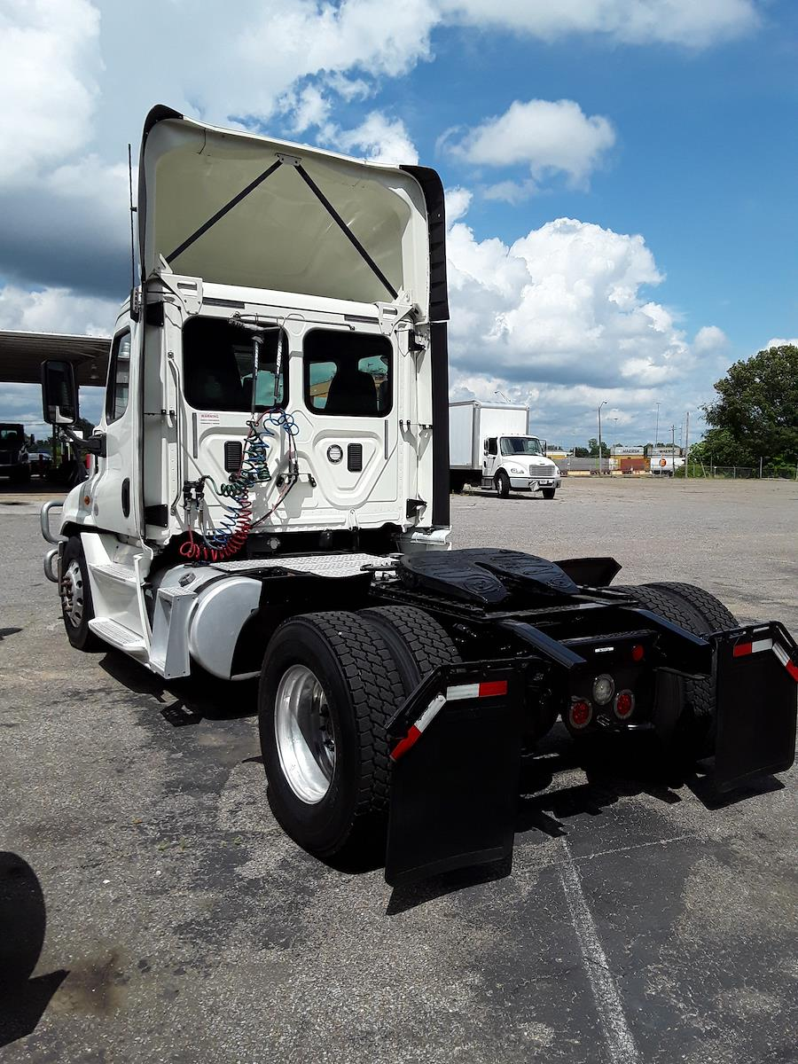 2017 Freightliner Cascadia 4x2, Tractor #665963 - photo 1