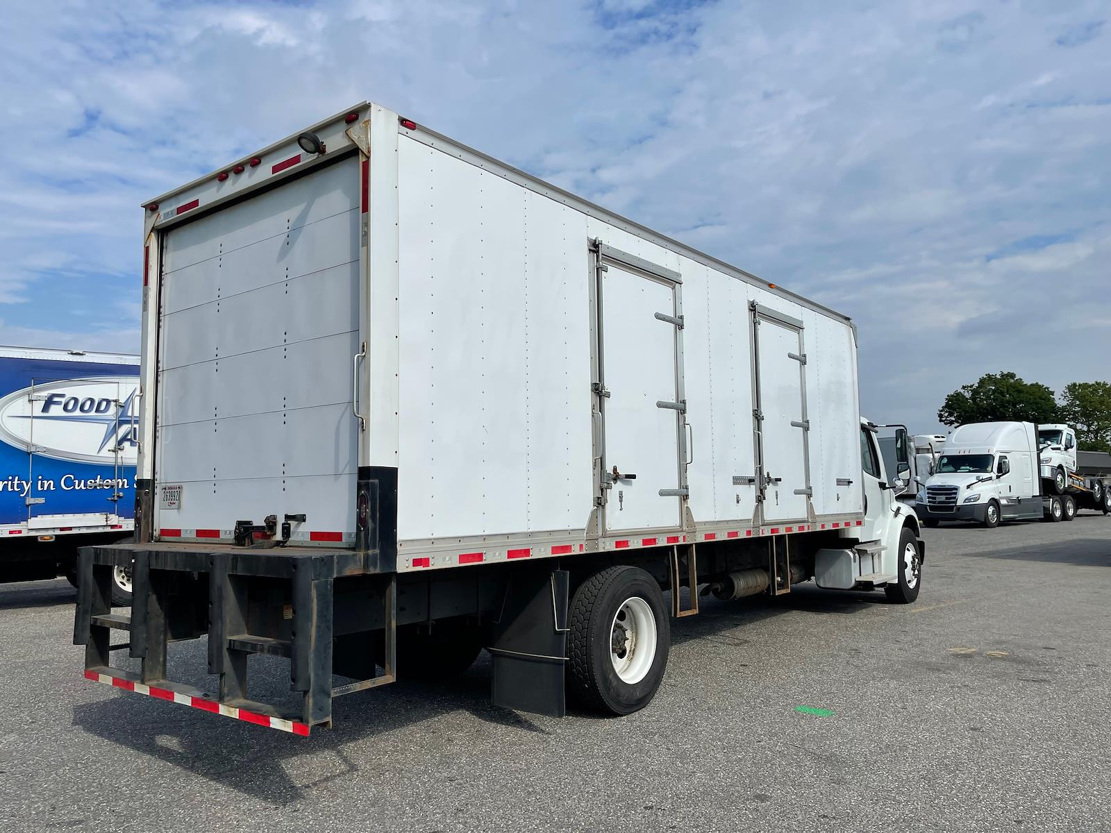 2017 Freightliner M2 4x2, Dry Freight #675738 - photo 1