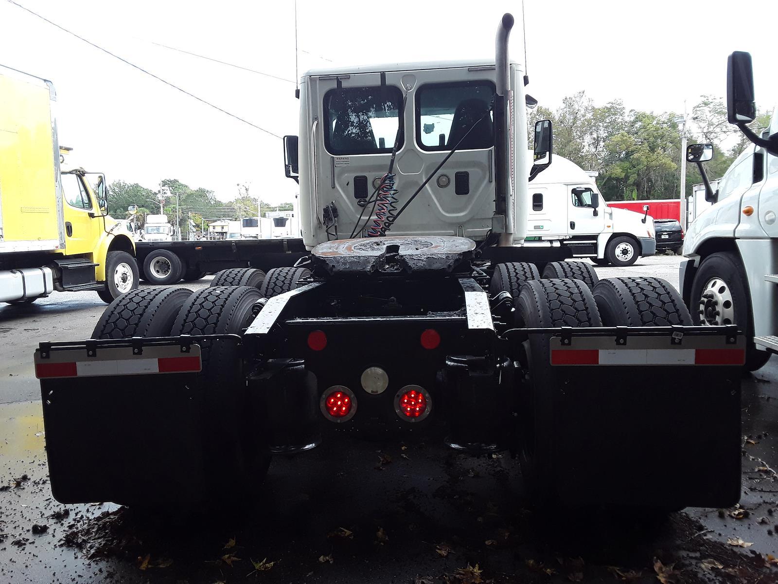 2014 Freightliner Truck 6x4, Tractor #542181 - photo 1