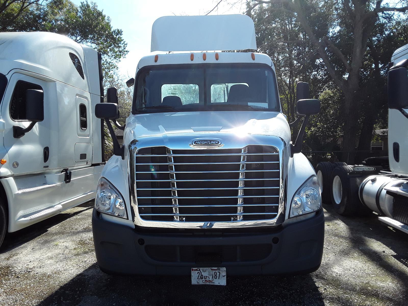 2014 Freightliner Truck 6x4, Tractor #552803 - photo 1