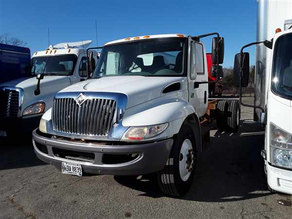 2007 International Truck 4x2, Cab Chassis #300306 - photo 1