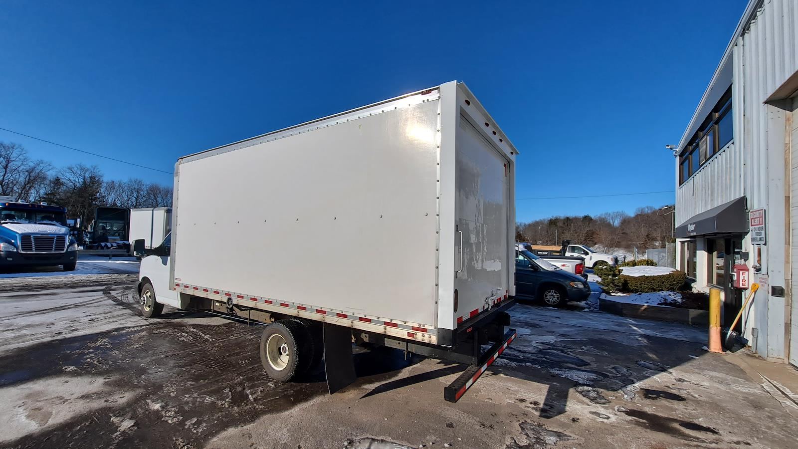 2017 GMC Savana 3500, Dry Freight #766971 - photo 1