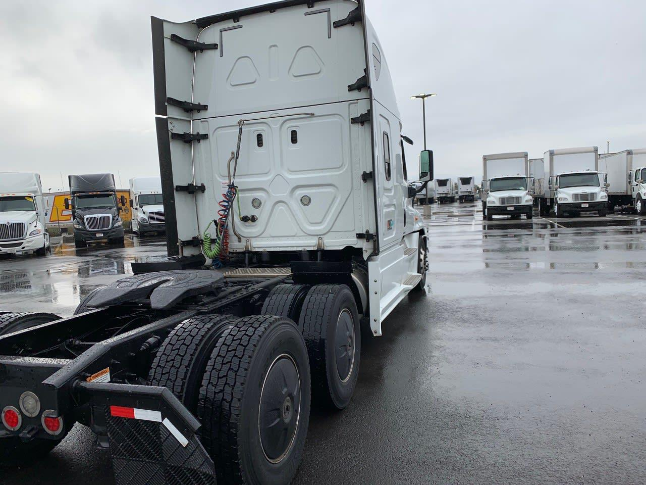 2018 Freightliner Cascadia 6x4, Tractor #685430 - photo 1