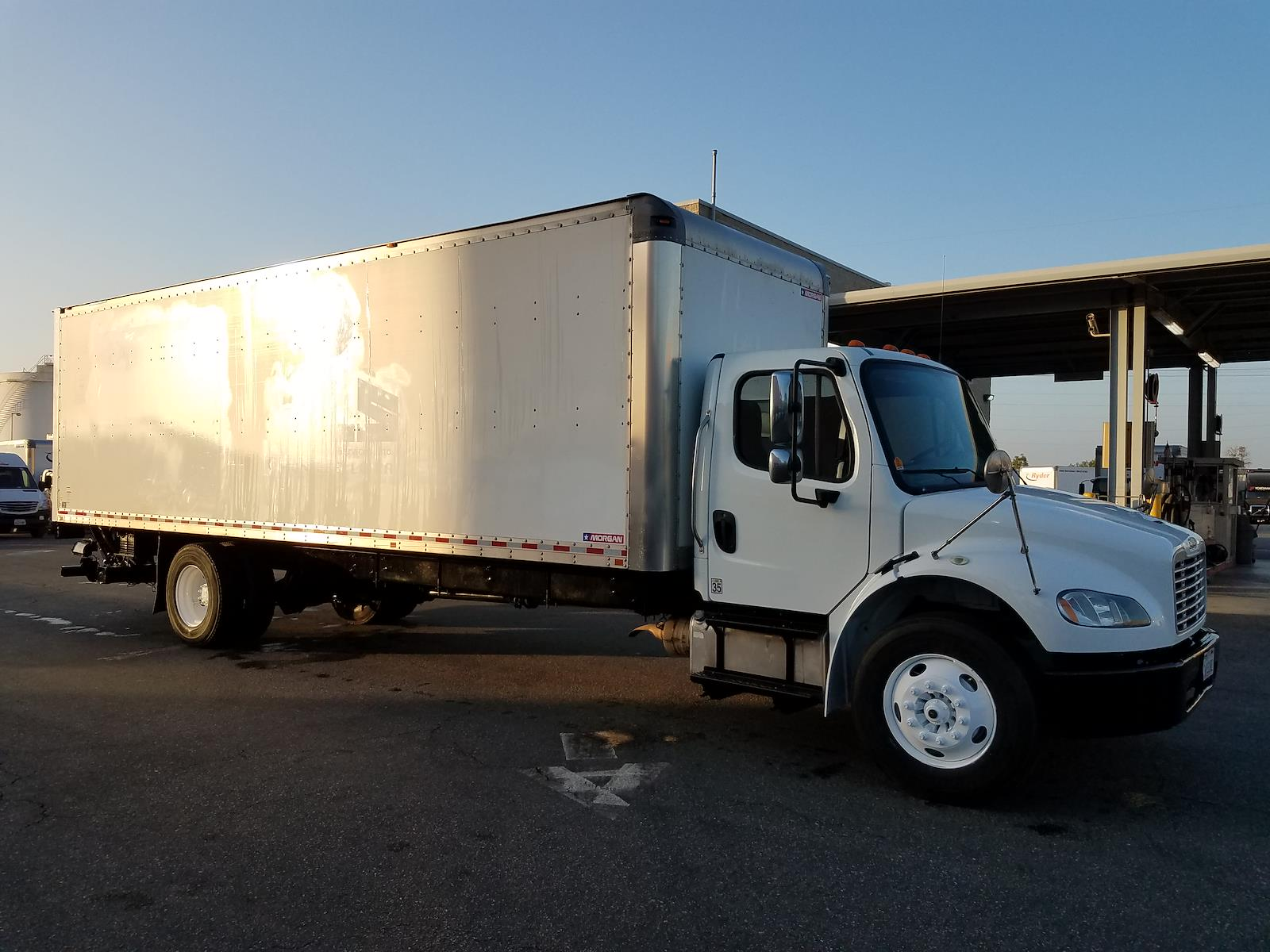 2018 Freightliner M2 106 4x2, Dry Freight #753647 - photo 1