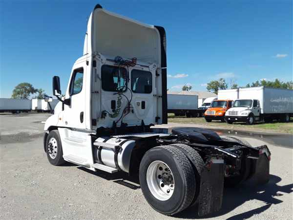 2014 Freightliner Truck 4x2, Tractor #536317 - photo 1
