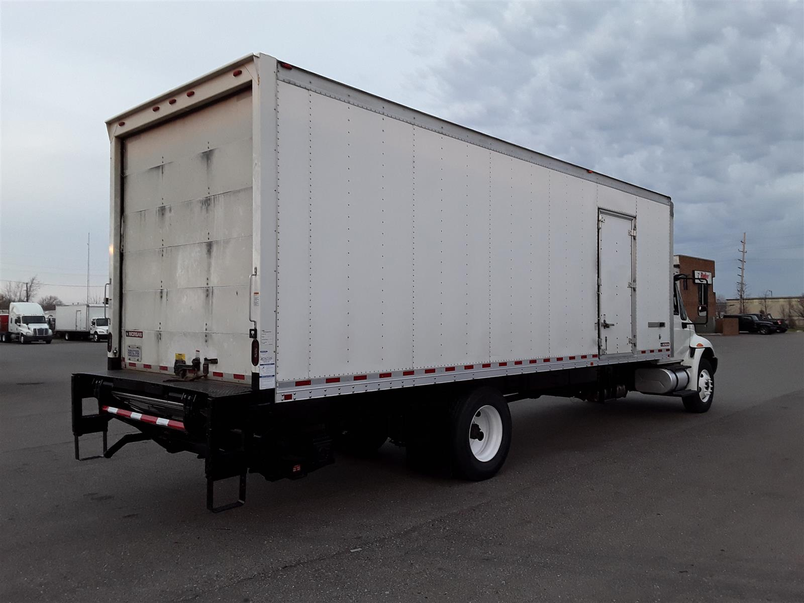 2018 International DuraStar 4300 4x2, Dry Freight #682594 - photo 1