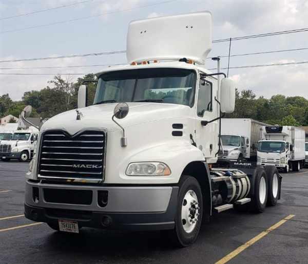 2015 Mack CXU613, Tractor #317459 - photo 1