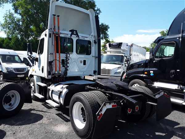 2013 Freightliner Truck 4x2, Tractor #497187 - photo 1