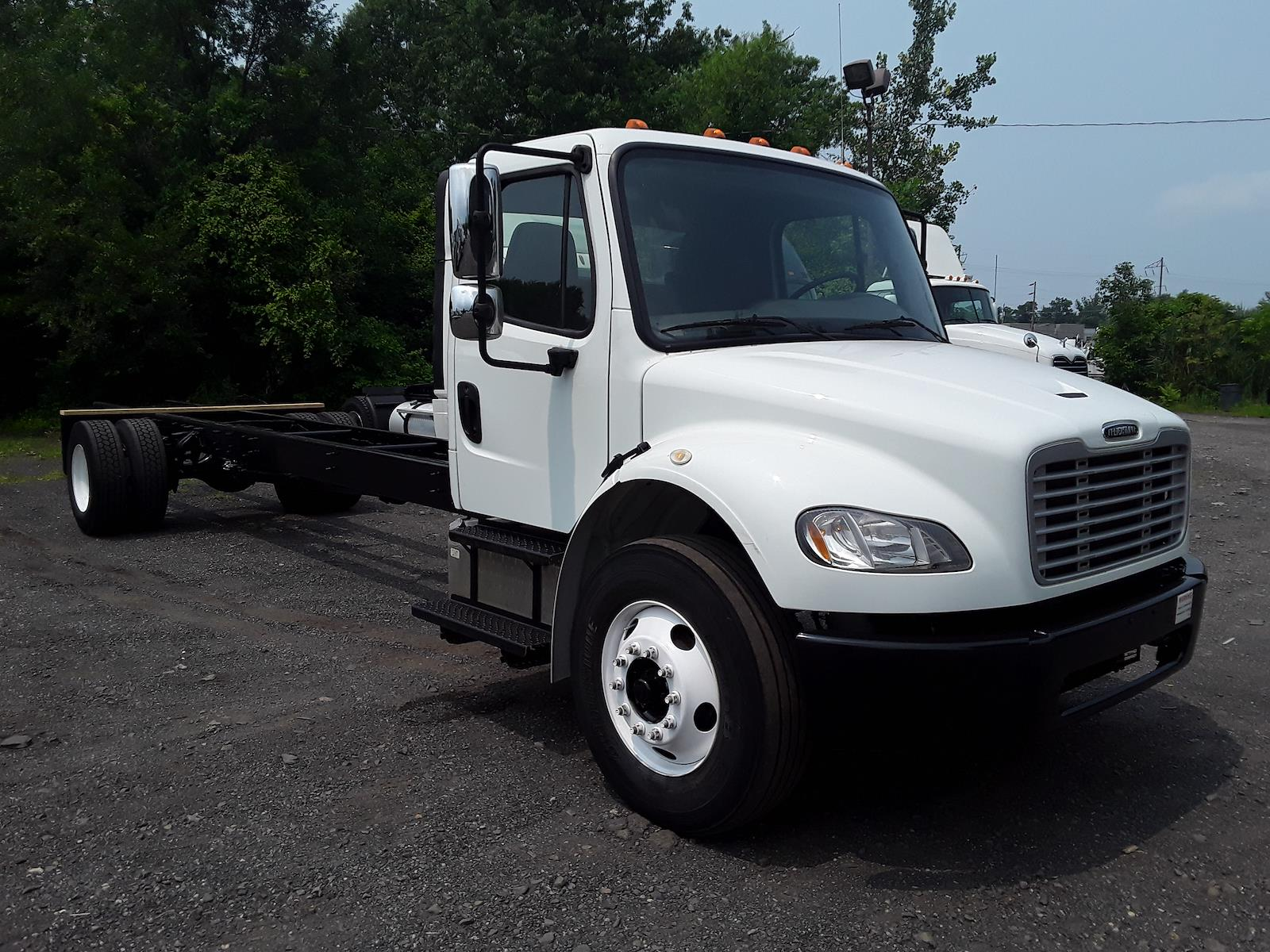 2018 Freightliner M2 106 4x2, Cab Chassis #680937 - photo 1
