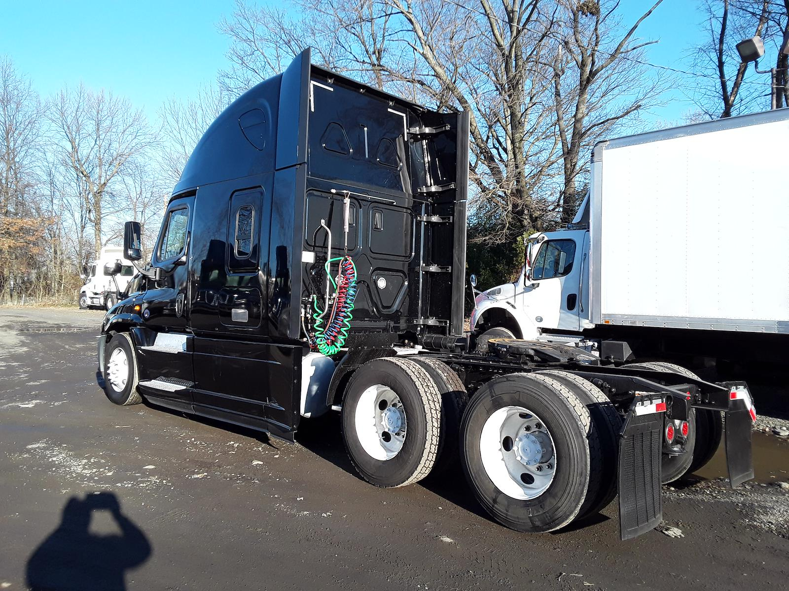 2018 Freightliner Cascadia 6x4, Tractor #682507 - photo 1