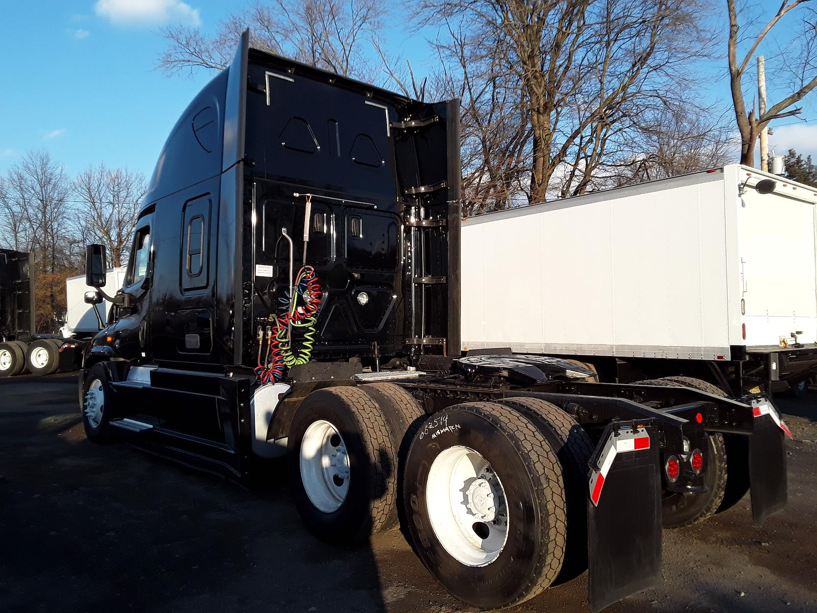 2018 Freightliner Cascadia 6x4, Tractor #682522 - photo 1