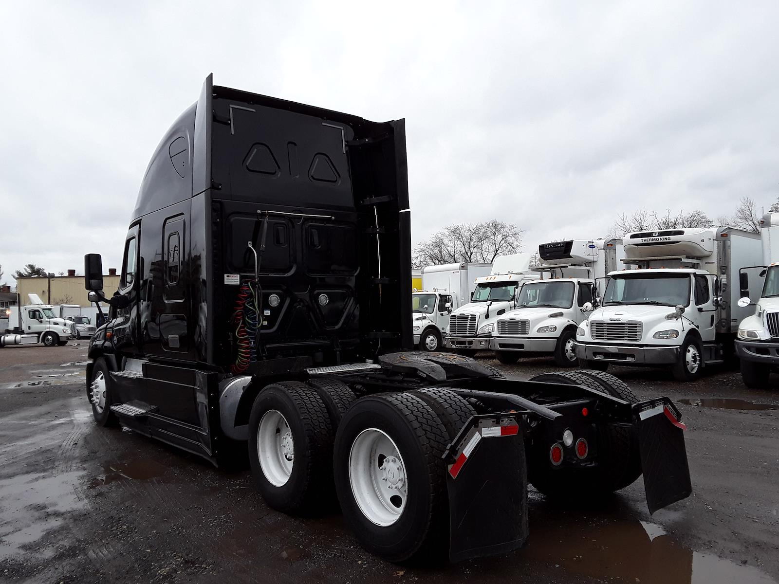 2018 Freightliner Cascadia 6x4, Tractor #682524 - photo 1