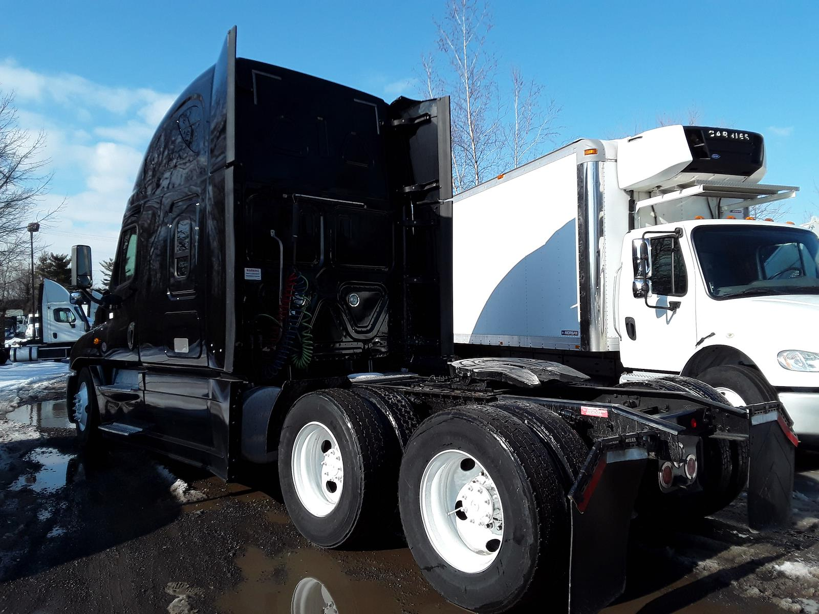 2018 Freightliner Cascadia 6x4, Tractor #682525 - photo 1