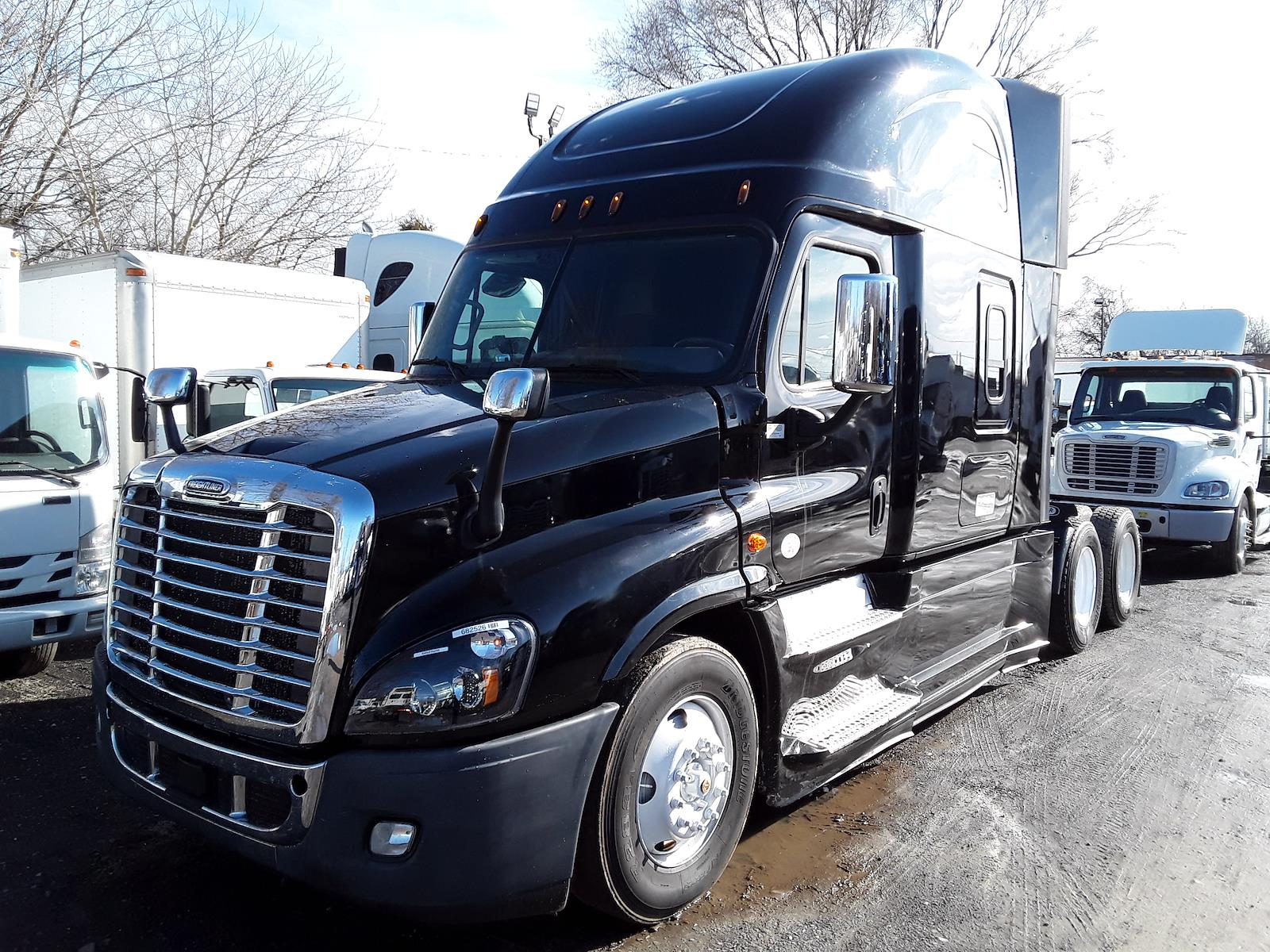 2018 Freightliner Cascadia 6x4, Tractor #682526 - photo 1