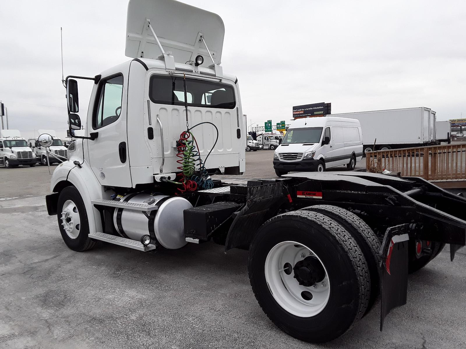2015 Freightliner M2 112 4x2, Cab Chassis #325314 - photo 1