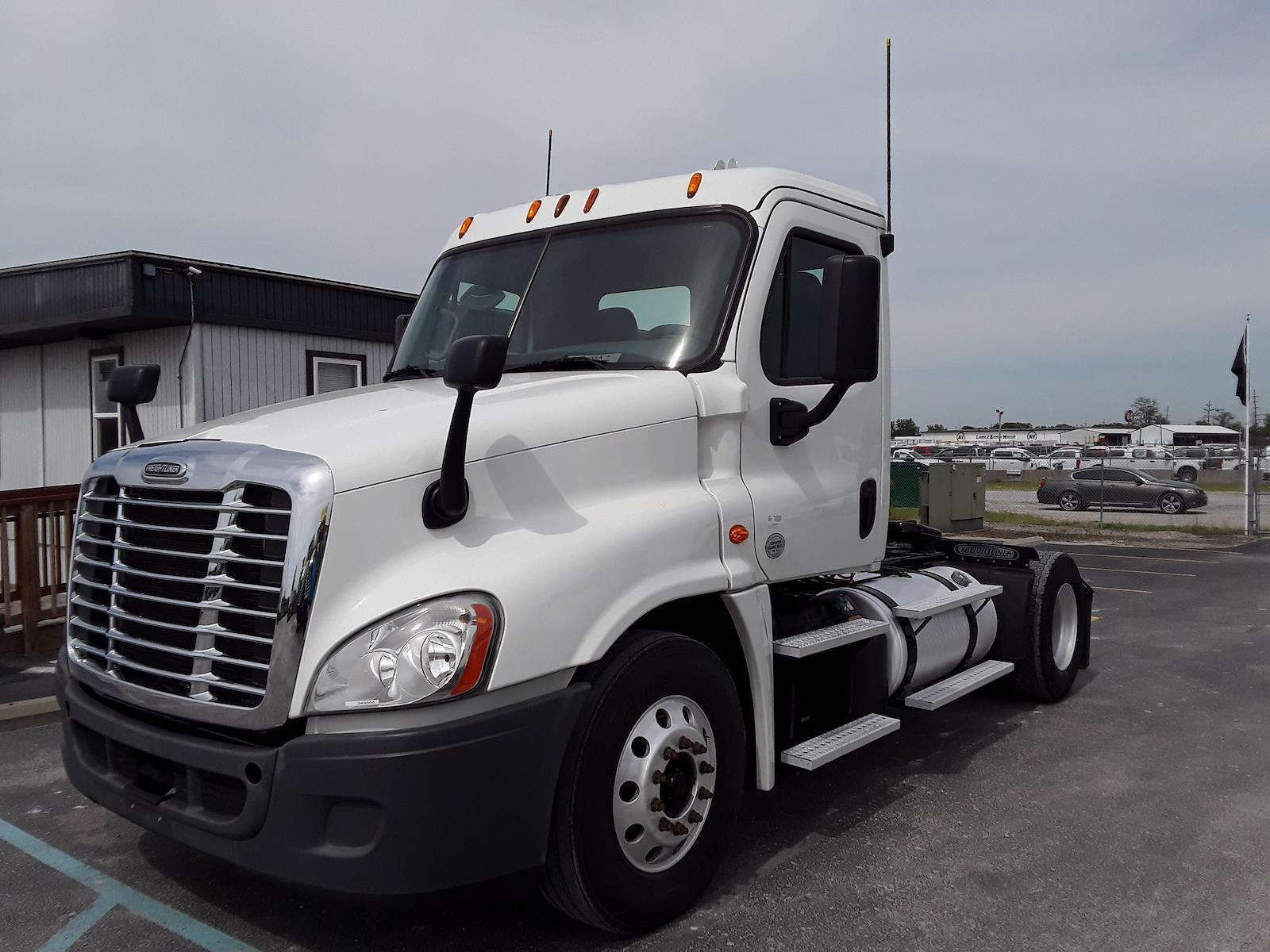 2015 Freightliner Truck 4x2, Tractor #343555 - photo 1