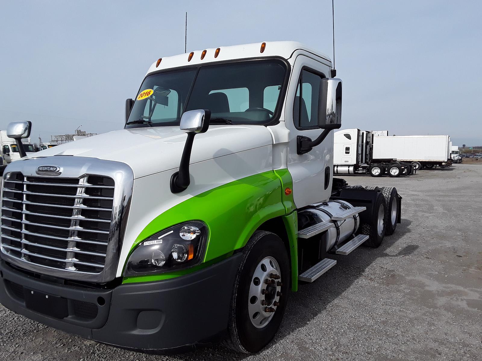 2016 Freightliner Truck 6x4, Tractor #374253 - photo 1