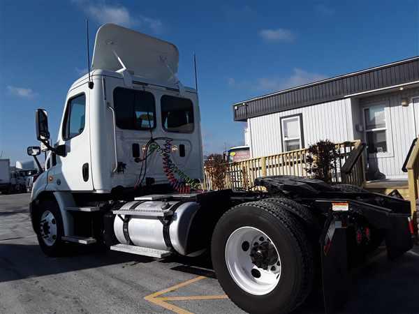 2013 Freightliner Truck 4x2, Tractor #458904 - photo 1