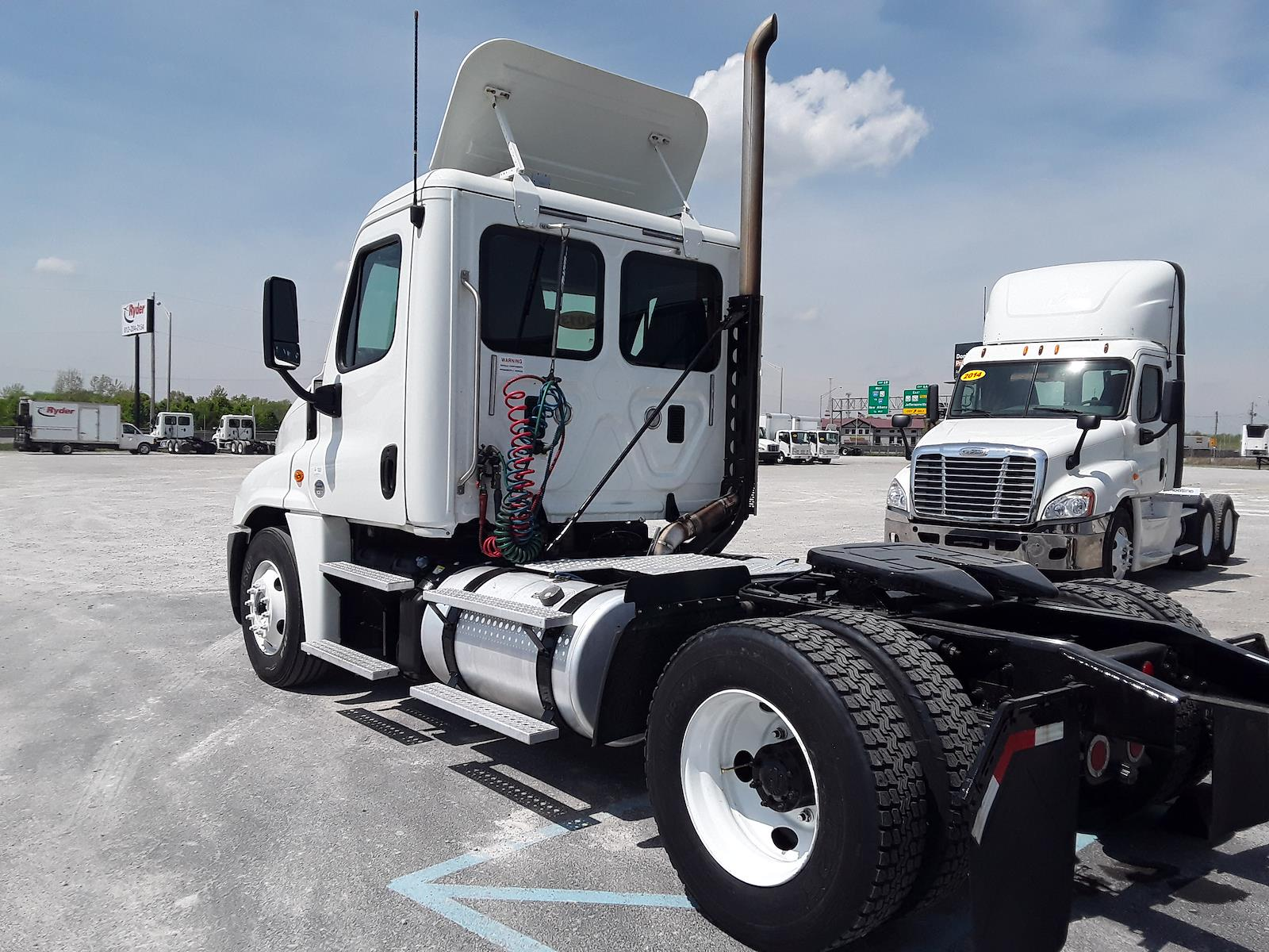 2013 Freightliner Cascadia 4x2, Tractor #514610 - photo 1
