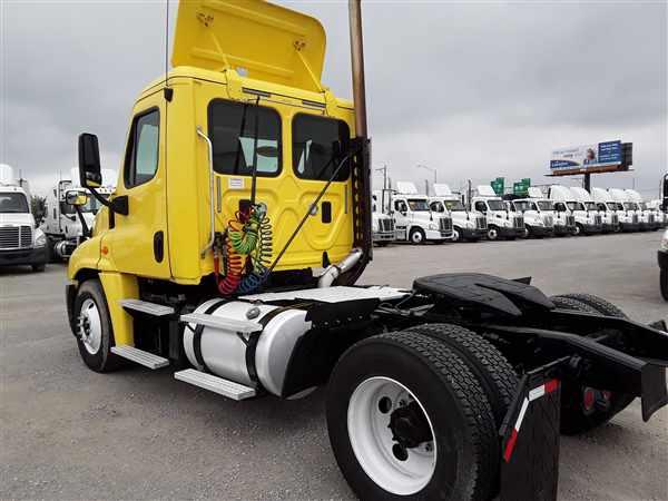 2014 Freightliner Truck 4x2, Tractor #518365 - photo 1