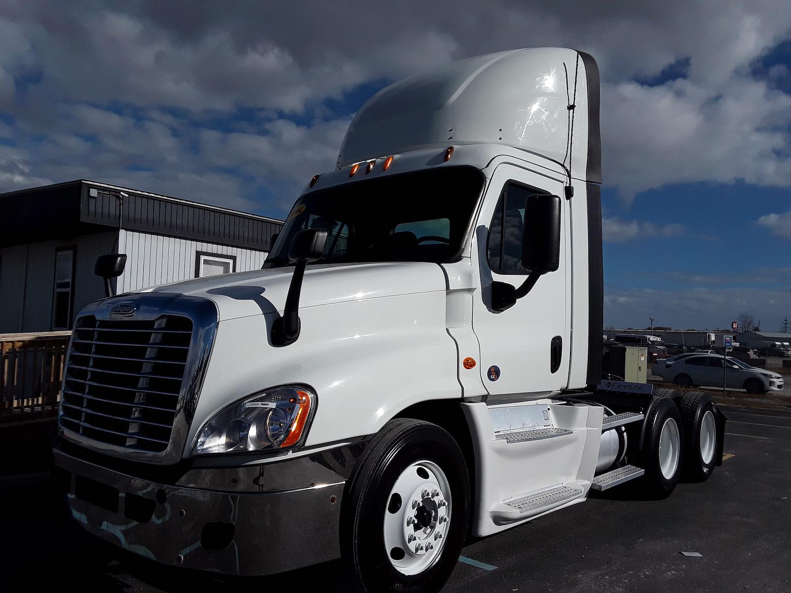 2014 Freightliner Truck 6x4, Tractor #528333 - photo 1