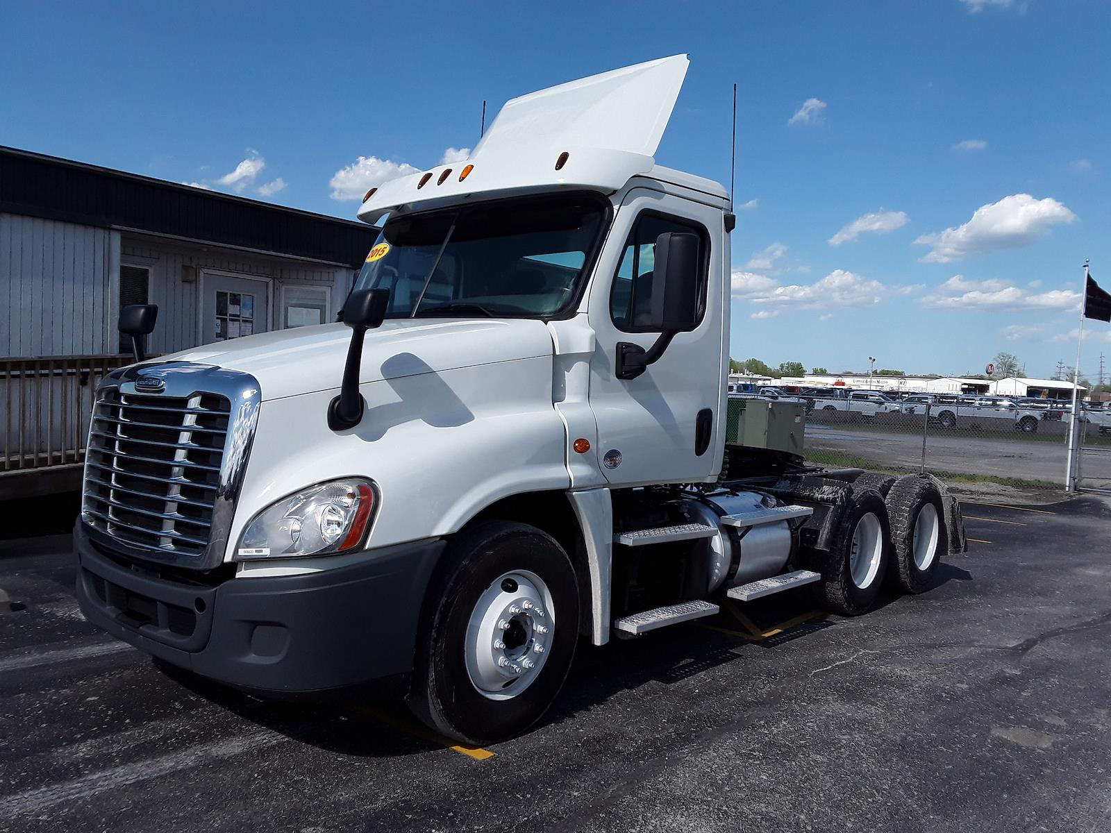 2015 Freightliner Cascadia 6x4, Tractor #568535 - photo 1