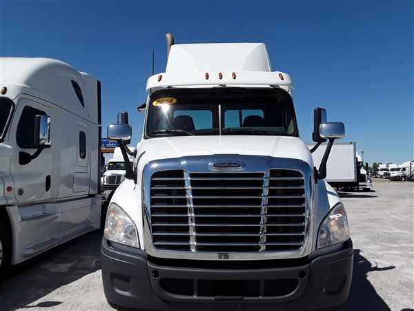 2016 Freightliner Truck 6x4, Tractor #647106 - photo 1