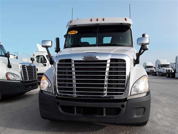 2016 Freightliner Truck 6x4, Tractor #648858 - photo 1