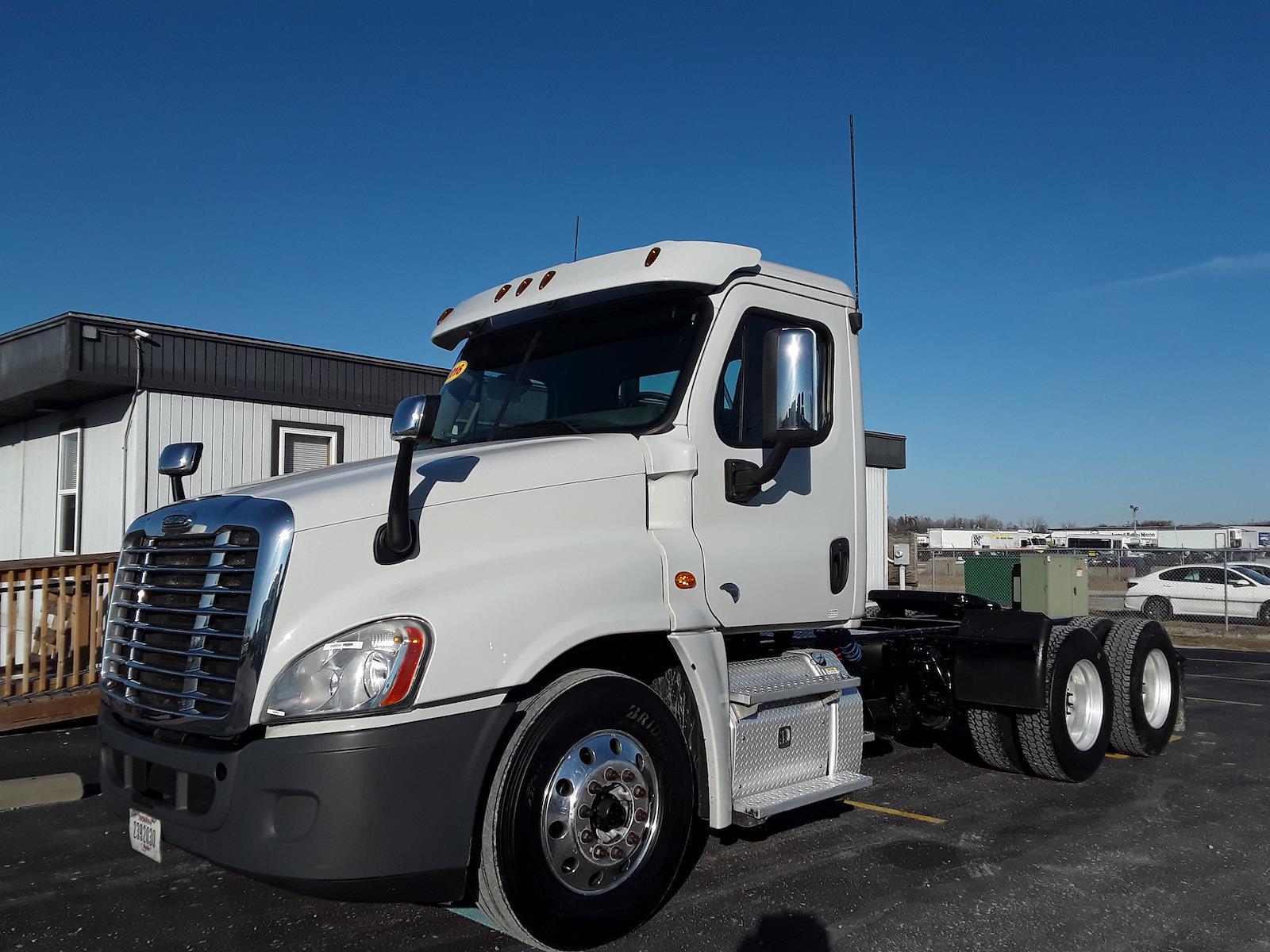 2016 Freightliner Truck 6x4, Tractor #648859 - photo 1