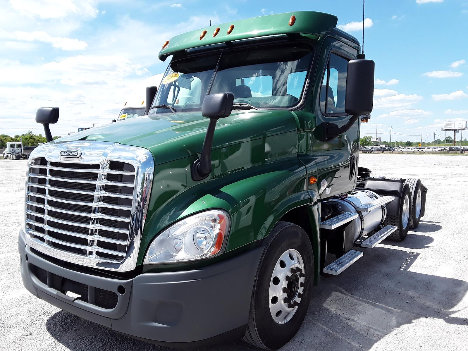 2017 Freightliner Cascadia 6x4, Tractor #676610 - photo 1