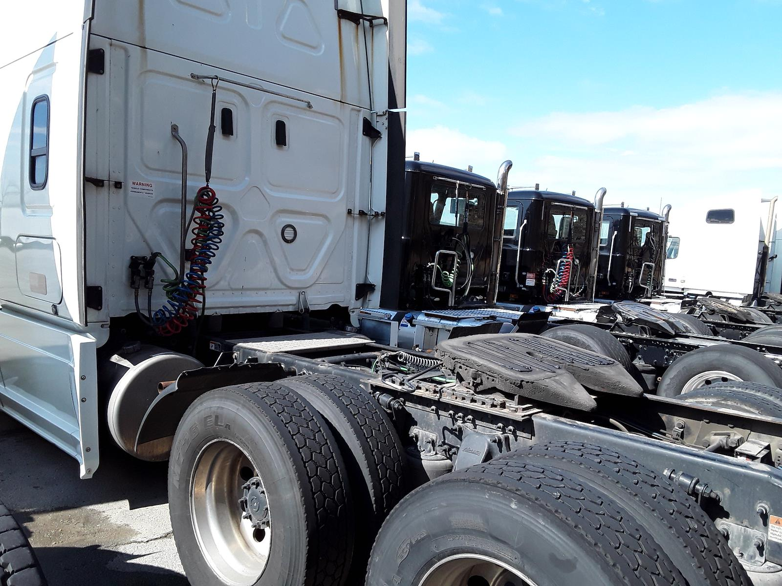 2018 Freightliner Cascadia 6x4, Tractor #222860 - photo 4