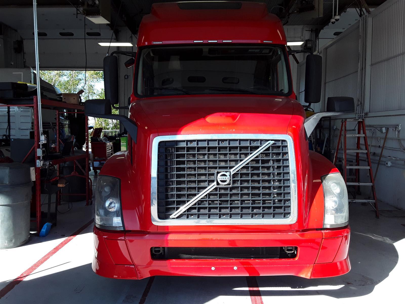 2015 Volvo VNL 6x4, Tractor #302444 - photo 1